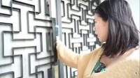 <p>Ppintu rumah Felicya dan Hito dilengkapi <em>smart lock</em> lho, Bunda. Bagi yang mau masuk, harus menggunakan sidik jari. (Foto: YouTube: FELITOgether Official)</p>