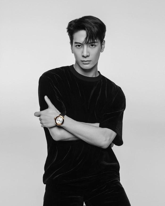 Jackson Wang yang merupakan member GOT7 dikenal memiliki stage act yang powerful. Tak mengherankan jika banyak wanita mengidolakan pria kelahiran Hong Kong ini. Apakah kamu juga salah satunya? /Foto: Instagram/jacksonwang852g7