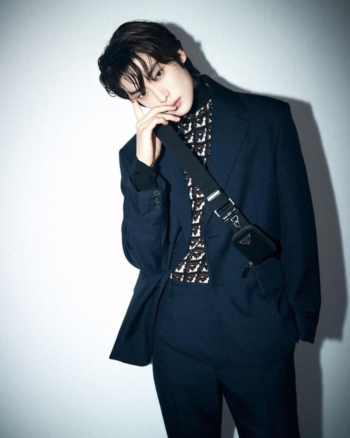 Jeong Jae Hyun yang merupakan member NCT 127 ini dikenal berasal dari keluarga kaya. Pria dengan tinggi 180 cm ini juga kerap menghadiri dan menjadi model sejumlah rumah mode kenamaan dunia, salah satunya Prada. (Instagram/_jeongjaehyun)