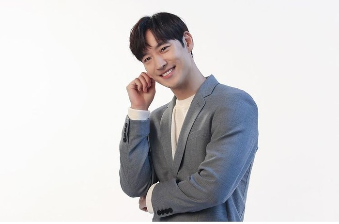 Lee Je Hoon merupakan aktor asal Korea Selatan yang berada dalam naungan Saram Entertainment selama 12 tahun. Kini, ia memutuskan untuk meninggalkan agensinya, dan mendirikan agensi sendiri yang diberi nama COMPANY ON. /instagram.com/leejehoon_official