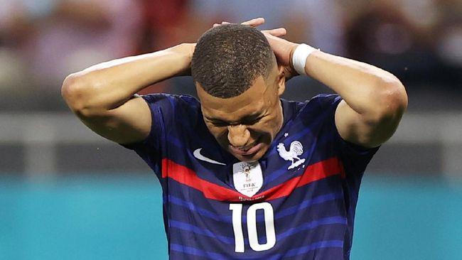 Real Madrid disebut tak bisa berbuat banyak setelah Kylian Mbappe sepakat menjalani kontrak musim terakhirnya di Paris Saint-Germain.