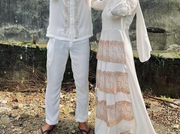Berkumpul dan snuggling dengan pasangan dan anak memang menjadi kegiatan menyenangkan. Hal ini pun dilakukan oleh Arya Saloka dan Putri Anne. Bahkan, mereka kompak memakai piyama senada. Gemas, ya!/Foto: Instagram/arya.saloka