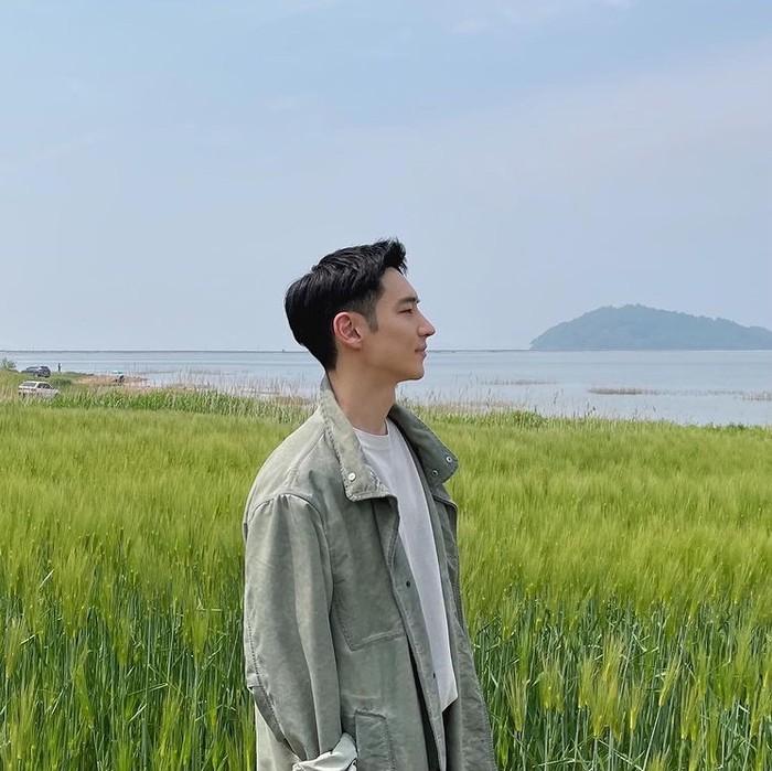 Tak hanya film, Lee Je Hoon juga membintangi drama populer, antara lain Fashion King (2012), Signal (2016), Tomorrow, With You (2017), dan Where Stars Land (2018). /instagram.com/leejehoon_official