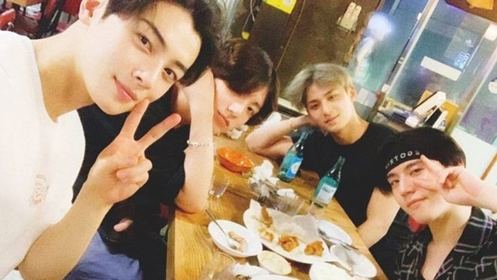 Selalu Main Bareng, Ini Dia Squad Seleb Korea Populer yang Wajib Kamu Tahu!