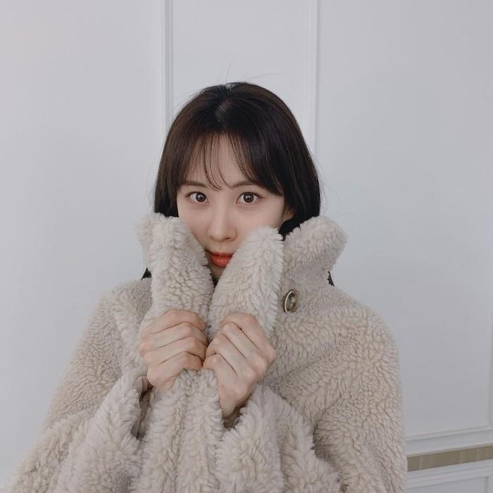 Member SNSD dan juga aktris Seo Hyun makin terlihat manis dengan rambut berponi. Maknae Girls Generation ini terbilang kerap mengganti gaya rambutnya karena keperluan syuting sejumlah drama, terlebih dalam dua tahun terakhir ini. /Foto: Instagram/seojuhyun