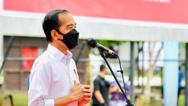 Presiden Jokowi resmi membagikan 300 ribu paket obat dan vitamin gratis kepada penderita covid-19 dengan gejala ringan dan orang tanpa gejala (OTG).