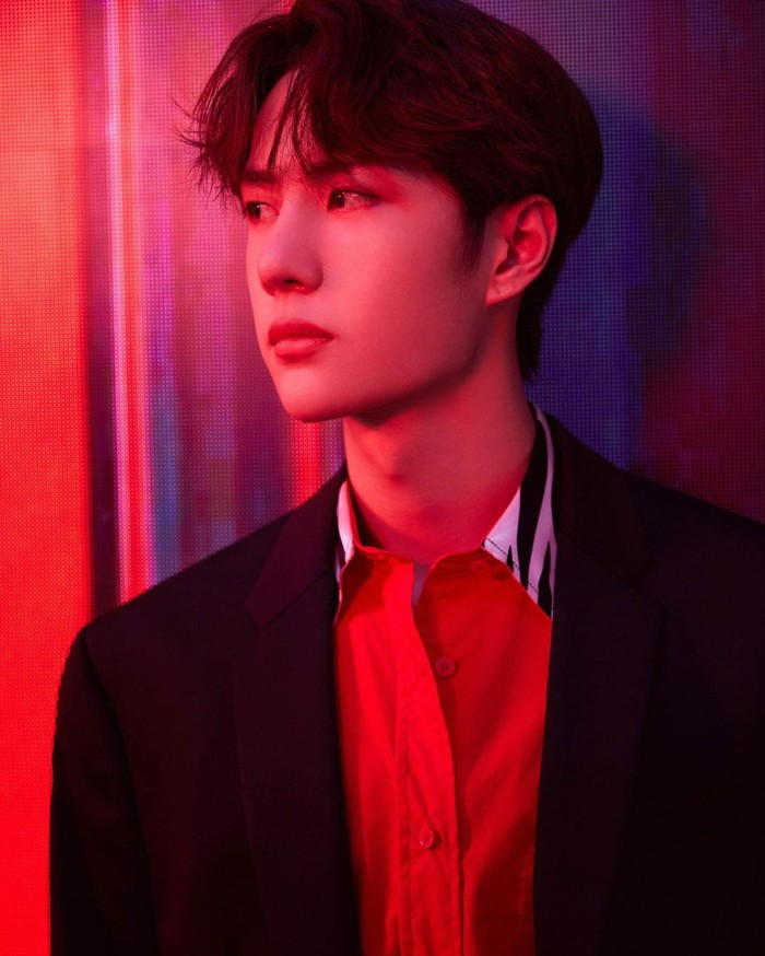 Pria kelahiran Luoyang, 5 Agustus 1997, Wang Yibo bergabung dalam boy group UNIQ. Selain jago nyanyi, dance, host, dan akting, ia juga merupakan professional racer, lho, keren banget ya! (Foto: Instagram/yibo.w_85)