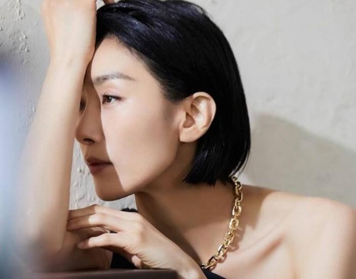 Tahun 1994 ia resmi terjun ke dunia akting melalui drama Tomorrow's Love. Sampai saat ini, ia sudah membintangi berbagai judul drama terkenal seperti Empress Ki dan Sky Castle / foto: instagram.com/kim_seohyung