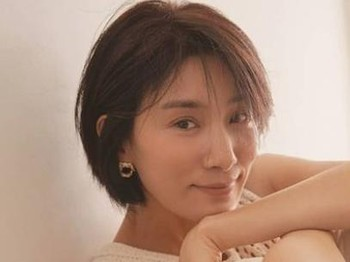 Akhir-akhir ini, nama Kim Seo Hyung kembali viral karena kembali memerankan tokoh ikonik. Tahun ini ia menjadi seorang menantu keluarga elit dalam drama Mine, yang diam-diam menyembunyikan fakta kalau dirinya lesbian / foto: instagram.com/kim_seohyung