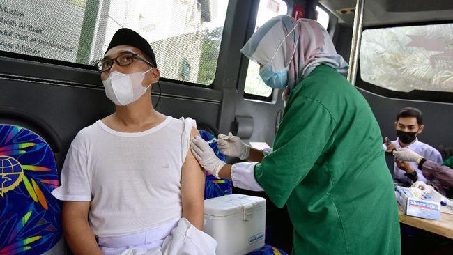 Kemenkes mencatat pada awal vaksinasi terdapat 30 persen atau sekitar 81 juta warga yang ragu menerima suntikan vaksin covid-19.
