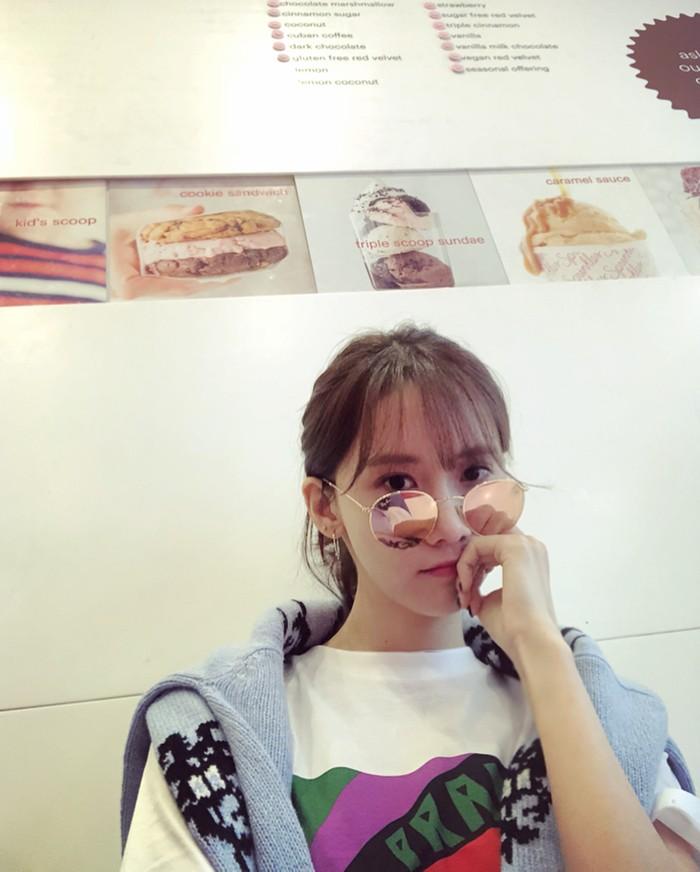 Visual Goddess, Lim Yoo Na, jarang terlihat failed saat tampil dihadapan publik. Meski jarang tampil berponi, ia terlihat cocok saat memilih mengenakannya dan makin membuat tampilannya awet muda, meski ia telah berusia 30 tahun. /Foto: Instagram/lim__yoona