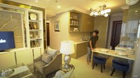<p>Di dalam apartemen ini terdapat ruang makan yang terhubung dengan ruang keluarga. (Foto: YouTube TAULANY TV)</p>