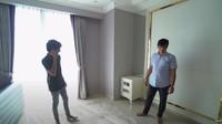 <p>Apartemen Kenzie ini memiliki tiga kamar. Saat ini, apartemen belum ditempati, sehingga kamar tidur belum banyak terisi barang dan perlengkapan rumah tangga. (Foto: YouTube TAULANY TV)</p>