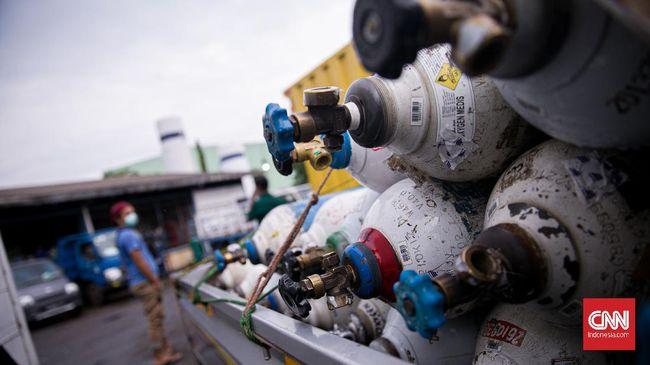 Polda Sumbar langsung memeriksa lima lokasi produksi oksigen medis di Padang. Dari pemeriksaan itu, polisi tak menemukan dugaan penimbunan oksigen medis.
