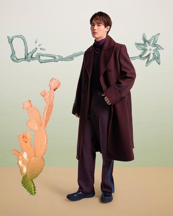 Tidak hanya dari Korea, aktor Thailand juga hadir dalam Cactus Jack Dior. Win Metawin, yang melenjit karena series 2gether menghadiri kolaborasi Dior x Travis Scott. Win mengenakan koleksi Dior Winter (instagram.com/dior)