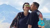 <p>Setelah di diagnosa mengidap kanker ovarium, artis cantik Feby Febiola memutuskan untuk pindah ke Bali bersama sang suami, Franky Sihombing. Mereka pun hidup dengan sederhana, Bunda. (Foto: Instagram: @febyfebiola_)</p>