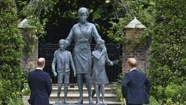 William dan Harry Tampil Bersama di Depan Patung Putri Diana
