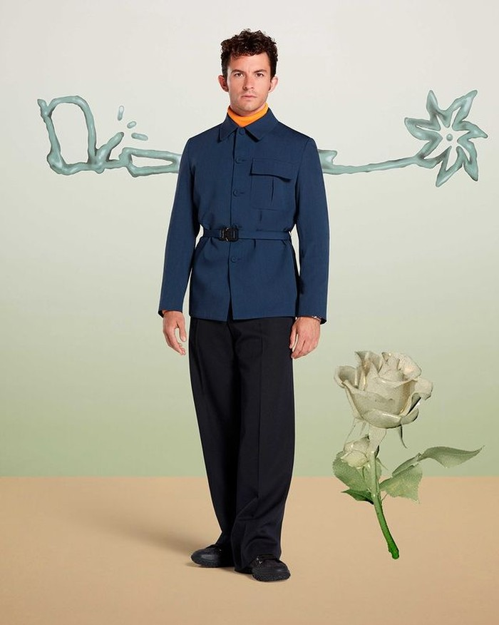 Series yang cukup booming di Netflix, Bridgeton, menarik perhatian Dior. Pemeran Bridgeton, Jonathan Bailey diundang untuk menghadiri launching Cactus Jack Dior. Bailey mengenakan busana koleksi Dior Men Fall 2021 (instagram.com/dior)