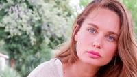 <p>Valentine Payen-Wicaksono merupakan wanita asal Prancis yang terjun ke dunia akting dan modelling. Ia juga merupakan istri dari aktor Ario Bayu. (Foto: Instagram: @valentinepayen)</p>