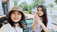 <p>Yannie Mustafa atau lebih dikenal Yannie Kim adalah bintang drama Korea yang berasal dari Bekasi, Jawa Barat. Ia menikah dengan pria Korea bernama Ko Incheol. Putri sulungnya, Ko Soobin kini sudah remaja lho. (Foto: Instagram: @yannie_kim79)</p>
