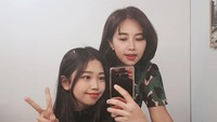 <p>Sama-sama jago akting, kebersamaan Yannie Kim dan Ko Soobin juga terlihat dari cara mereka mengambil foto. Tengok saja gaya kompak mereka saat mirror selfie. (Foto: Instagram: @soobin.ko)</p>