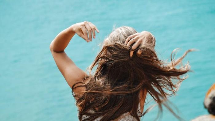 3 Cara Perbaiki Rambut yang Rusak dengan Bahan Alami yang Ada di Rumah