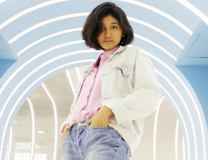 Menurut Taufik, Amel memiliki paras yang mengingatkan ia dengan mendiang Nike Ardila. Dan benar saja, video potret Amel yang diunggah di TikTok itu juga langsung viral karena netizen merasa keduanya sangat mirip / foto: wolipop.detik.com Dimas Wisnu AW