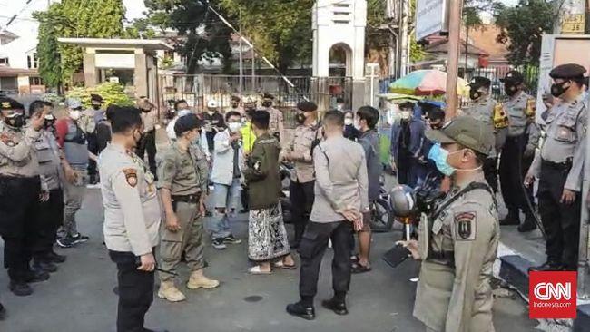 Rencana mahasiswa dari BEM Semarang Raya untuk menerbangkan sejumlah balon seruan 'Week Of Resistance' batal dilakukan karena kadung dibubarkan aparat gabungan.