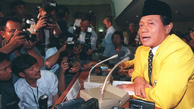 Menkominfo Johnny Plate menyebut menteri era Soeharto, Harmoko punya dedikasi besar untuk membangun sektor media dan pers di RI.