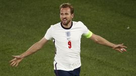 Inggris vs Denmark: Kane Rajin Bobol Gawang Schmeichel