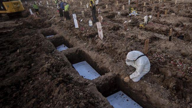 Ditambah dengan pasien meninggal di RS, total sepanjang Juli 2021 terhitung sudah 2.517 jenazah dimakamkan dengan protokol Covid-19.