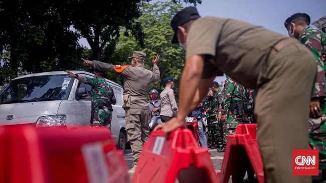 Polisi menambah jumlah titik penyekatan di pulau Jawa dan Bali selama PPKM Darurat, dari sebelumnya 407 titik di hari pertama PPKM menjadi 651 di hari kelima.