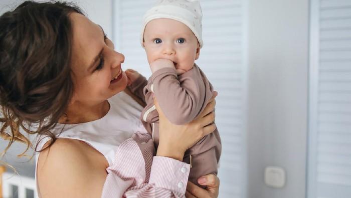 Gejala dan Cara Mengatasi Baby Blues pada Ibu Setelah Melahirkan