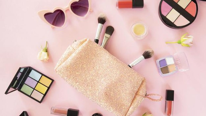 Hati-Hati! Ini Bahaya Menggunakan Make Up yang Sudah Kadaluarsa