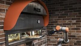 FOTO: Menengok Aksi 'Pazzi' Membuat Piza dalam Lima Menit