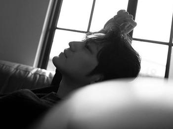 Di tahun ini, Kim Bum juga kembali comeback dalam drama bergenre hukum, Law School. Berperan sebagai Han Joo Hwi, seorang mahasiswa cerdas Fakultas Hukum, Universitas Hankuk. Kamu sudah menontonnya? /Foto: instagram.com/k.kbeom