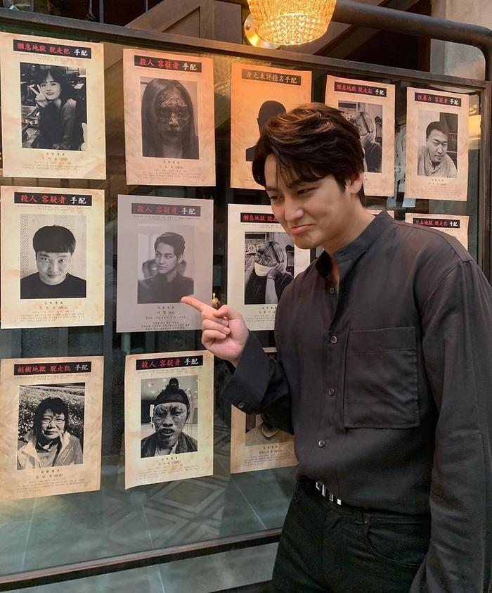 Sempat vakum selama 4 tahun,aktor kelahiran7 Juli 1989 inicomeback dalam drama populer Tale Of The Nine Tailed (2020). Kim Bum berperan sebagai Yi Rang, seorang gumiho jahat, namun karakternya di sini pun sulit untuk dibenci oleh penonton, ya, Beauties! Setuju? /Foto: instagram.com/k.kbeom