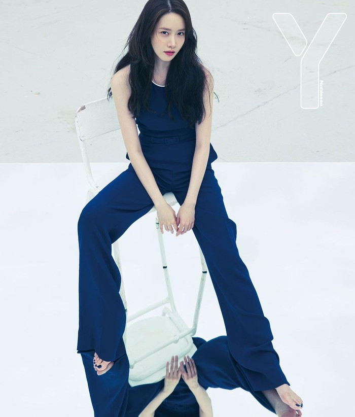 Mengenakan pakaian dengan warna serba biru dongker, Yoona memamerkan kaki jenjangnya. Untuk ukuran artis perempuan, Yoona memang memiliki tinggi badan di atas rata-rata yaitu 168 cm.(Yoona snsd/Foto: Instagram/yoona__lim)