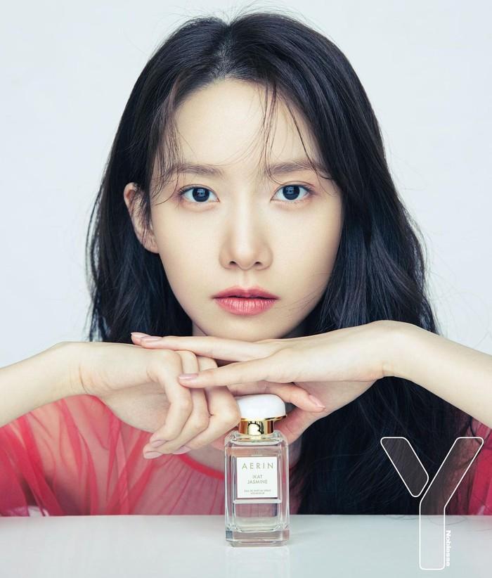 Dengan riasan wajah natural, Yoona terlihat semakin awet muda. Meski sudah berusia 31 tahun, visualnya yang tak lekang oleh waktu membuatnya terlihat seperti idol-idol perempuan usia 20-an. (Yoona snsd/Foto: Instagram/yoona__lim)