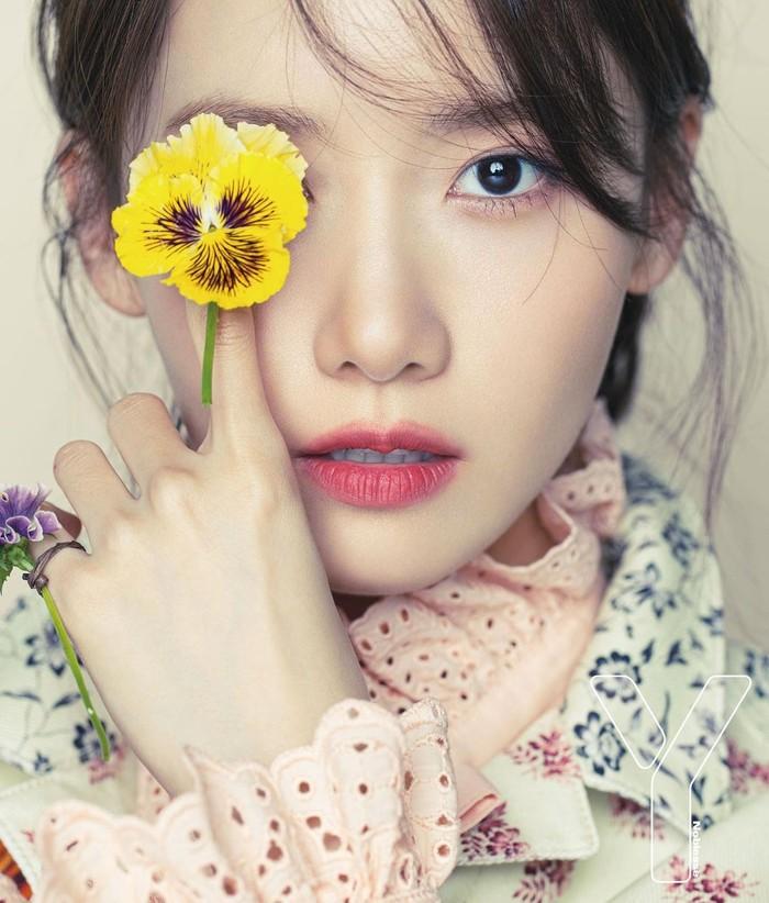 Telah debut sejak Agustus 2007 silam, perempuan berzodiak Gemini ini masih terus aktif membintangi berbagai drama dan film. Ia juga terkadang tampil sebagai pembawa acara di acara-acara TV Korea Selatan. (Yoona snsd/Foto: Instagram/yoona__lim)