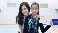 <p>Pada kesempatan lainnya, Sydney turut mengikuti kompetisi yang diadakan di Jakarta pada 2018 lalu. Beberapa medali juga terlihat melingkar di leher Sydney. Beprestasi banget ya, Bunda! (Foto: Instagram: @cuttaryofficial)</p>