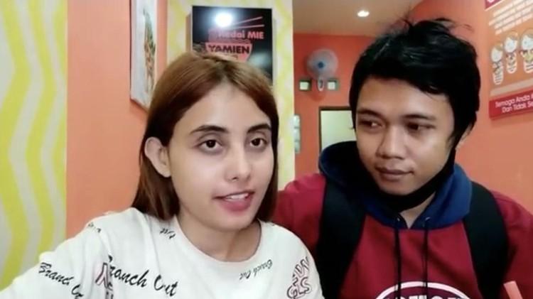 Foto pasangan Youtuber asal Tulungagung Rico dan bule India Sheevi.