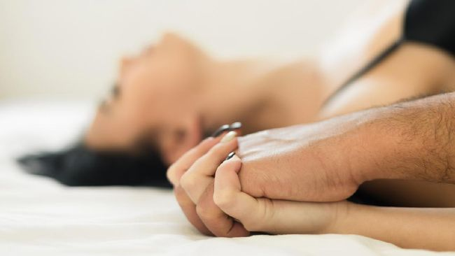 Ayah Taqy Malik, Mansyardin diduga melakukan hubungan seks tanpa kesepakatan dengan sang istri, Marlina Octoria. Seks ini dikabarkan dilakukan secara anal seks.