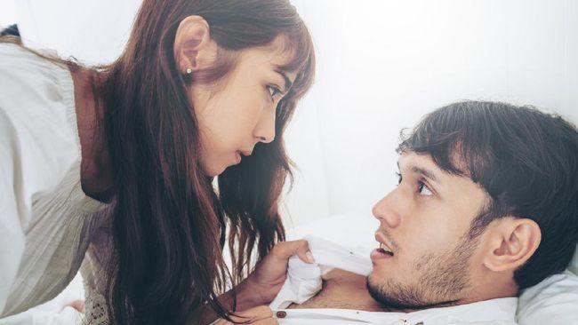 Alat kontrasepsi dianggap bisa memengaruhi kenikmatan saat melakukan hubungan seksual. Benarkah alat kontrasepsi pengaruhi kenikmatan seks?