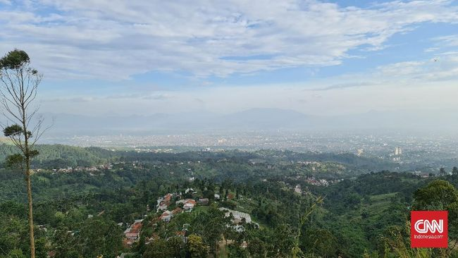 BMKG memberi penjelasan fenomena benda misterius yang terlihat di langit Bandung bukan merupakan fenomena meteorologis.