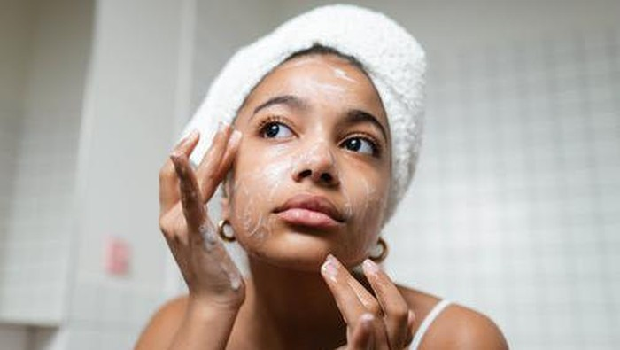 Mencuci Wajah Terlalu Sering? Hati-hati, Ini 3 Bahaya yang Dapat Mengintaimu!