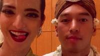 <p><em>Throwback</em> ketika Nia Ramadhani selfie di hari pernikahan adik sepupunya, Arya Bakrie. (Foto: Instagram @ramadhaniabakrie)</p>