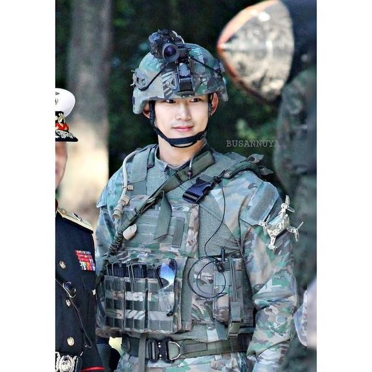 Foto-foto Taecyon 2PM saat wamil beredar di media sosial jadi sorotan. Yuk kita intip!