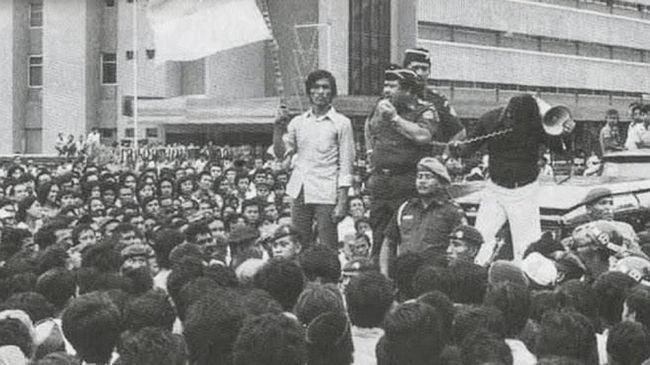 Peristiwa Malari adalah demonstrasi mahasiswa yang berujung kerusuhan besar  pada 15 Januari 1974. Berikut sejarah peristiwa Malari.
