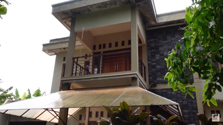 Renovasi Rumah Arya Saloka